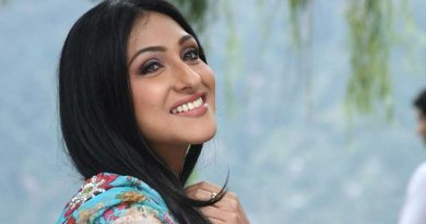 I Know How to Make a Hit with a Newcomer: Rituparna